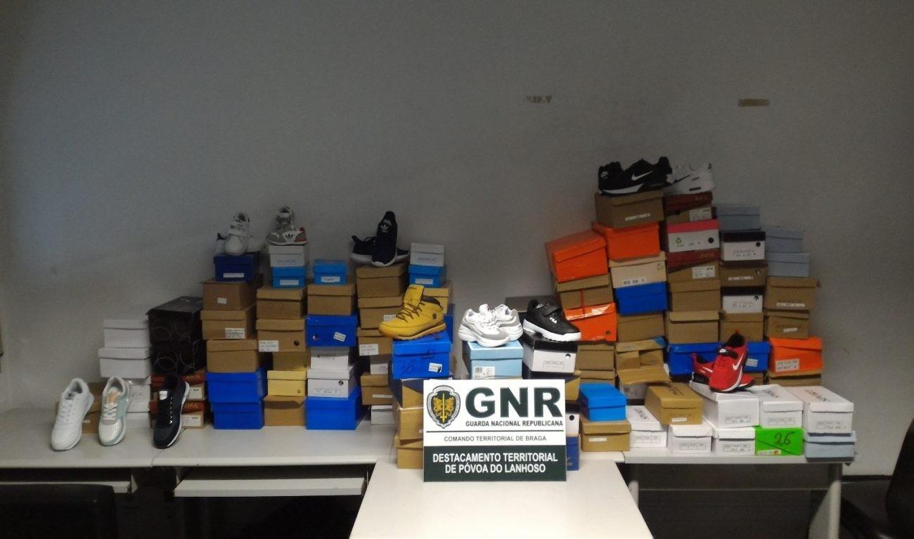 CRIME – 105 pares de sapatilhas contrafeitas apreendidas na feira semanal de Amares