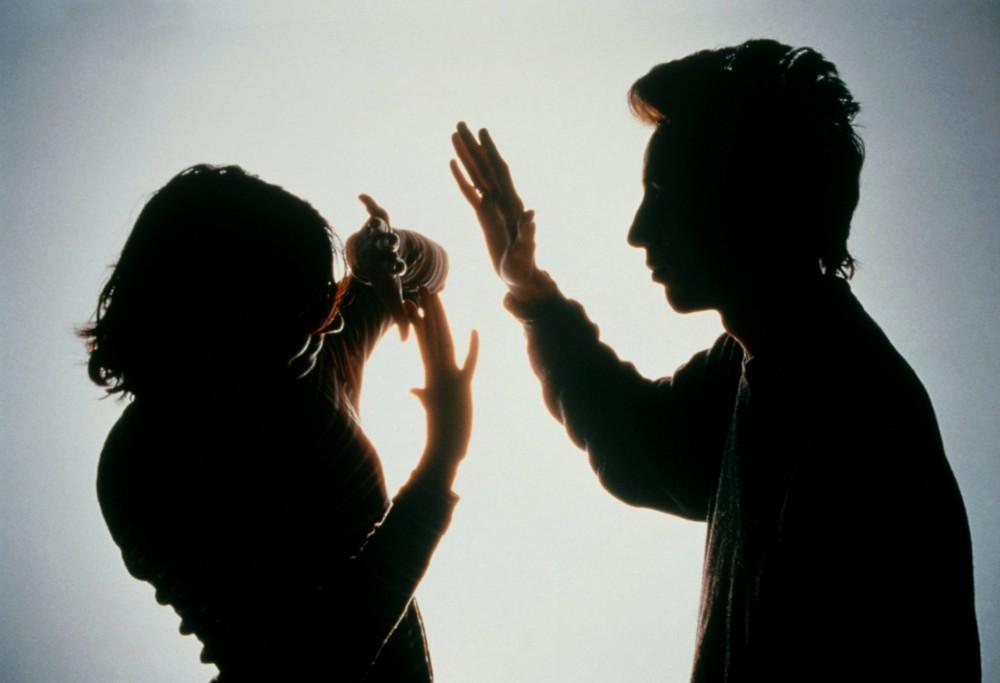 CRIME - PSP de Braga deteve homem suspeito de violência doméstica por agredir mulher na cara