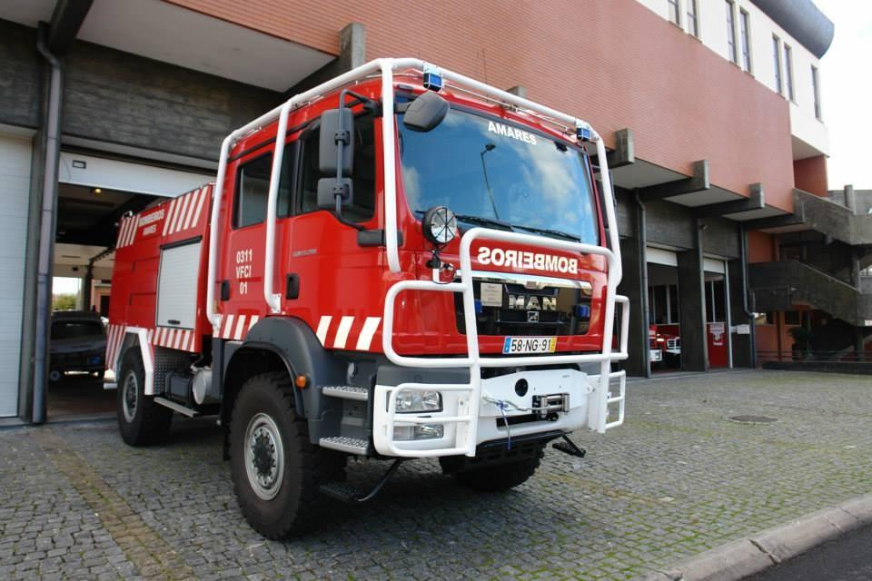AMARES –  Bombeiros combatem incêndio em Caldelas