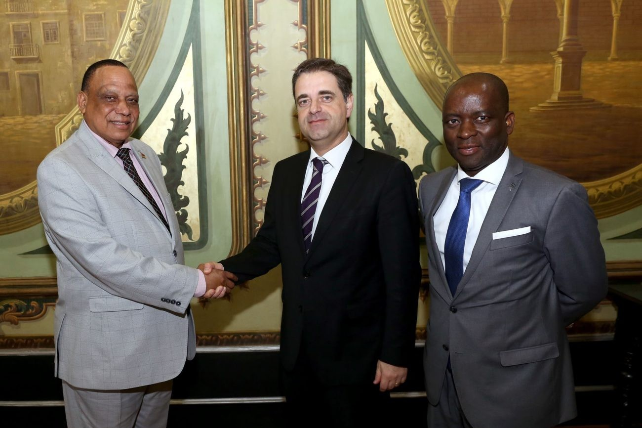 BRAGA - Cônsul Moçambicano apela em Braga à entrega de auxílios na Cruz Vermelha Portuguesa