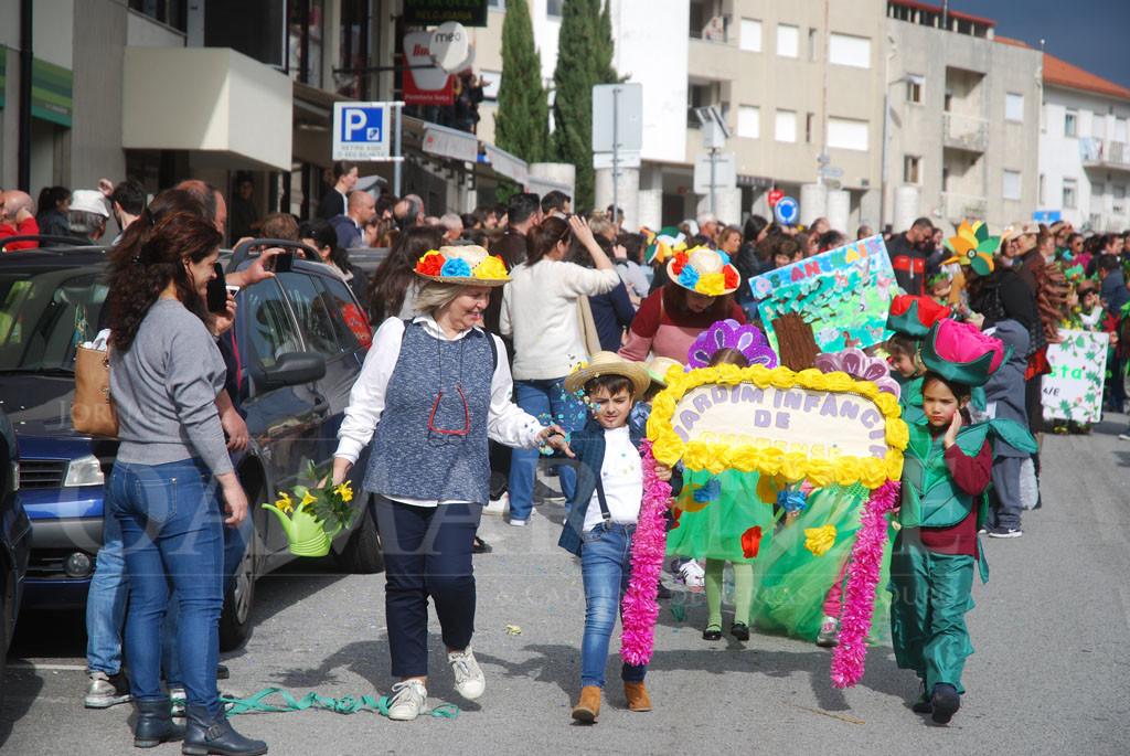 TERRAS DE BOURO – Carnaval saiu à rua para colorir o centro da vila