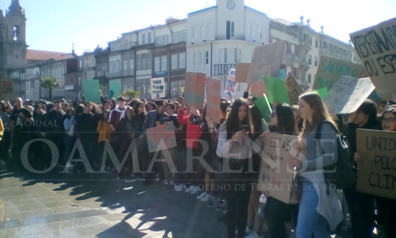 """AMBIENTE - Estudantes de Braga manifestam-se para exigir """"açções concretas"""" para salvar o planeta"""