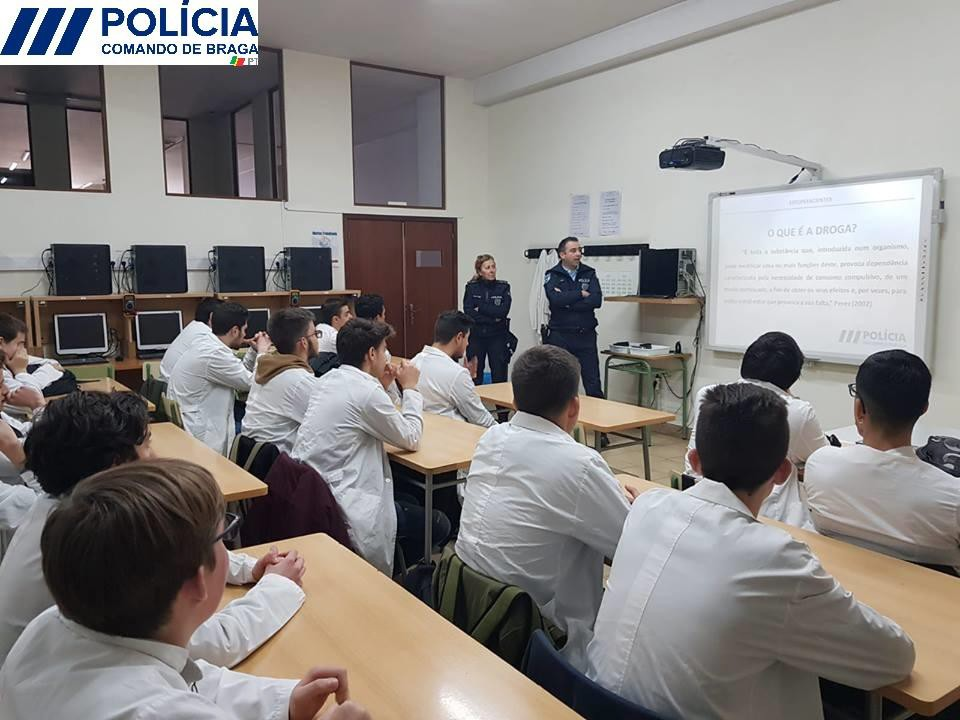 BRAGA - PSP sensibiliza alunos de Braga sobre drogas e álcool