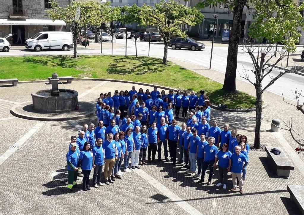 TERRAS DE BOURO – CPCJ criou laço azul humano em frente à Câmara