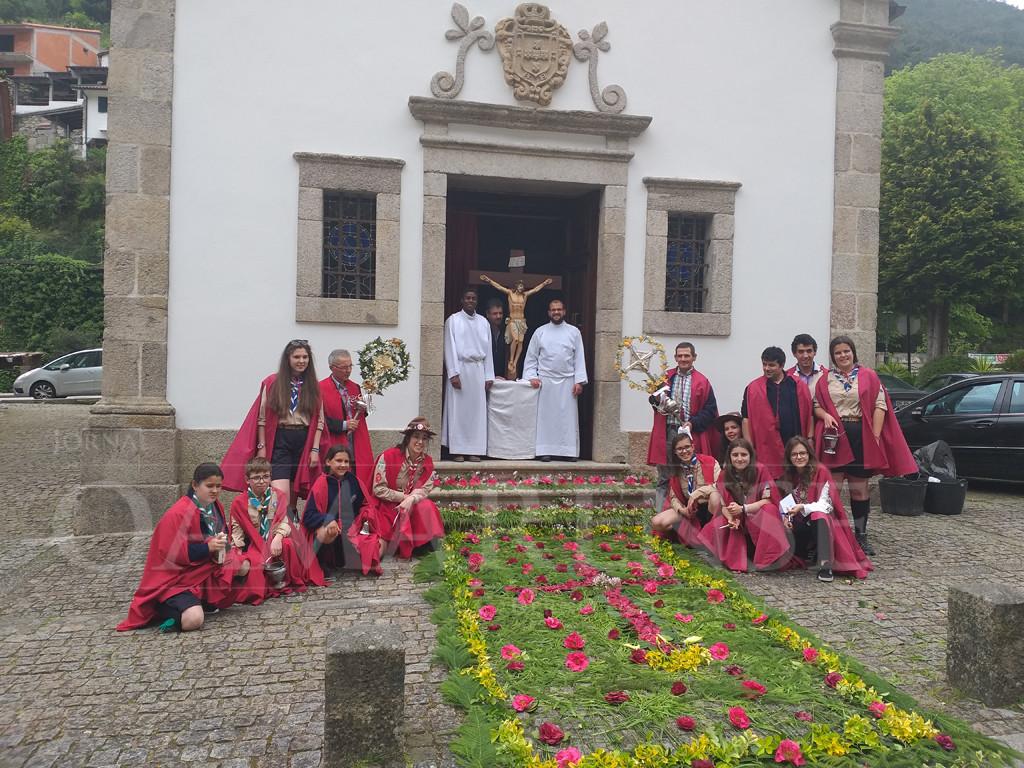 VILA DO GERÊS – Cruzes na rua a cumprir tradição do compasso pascal