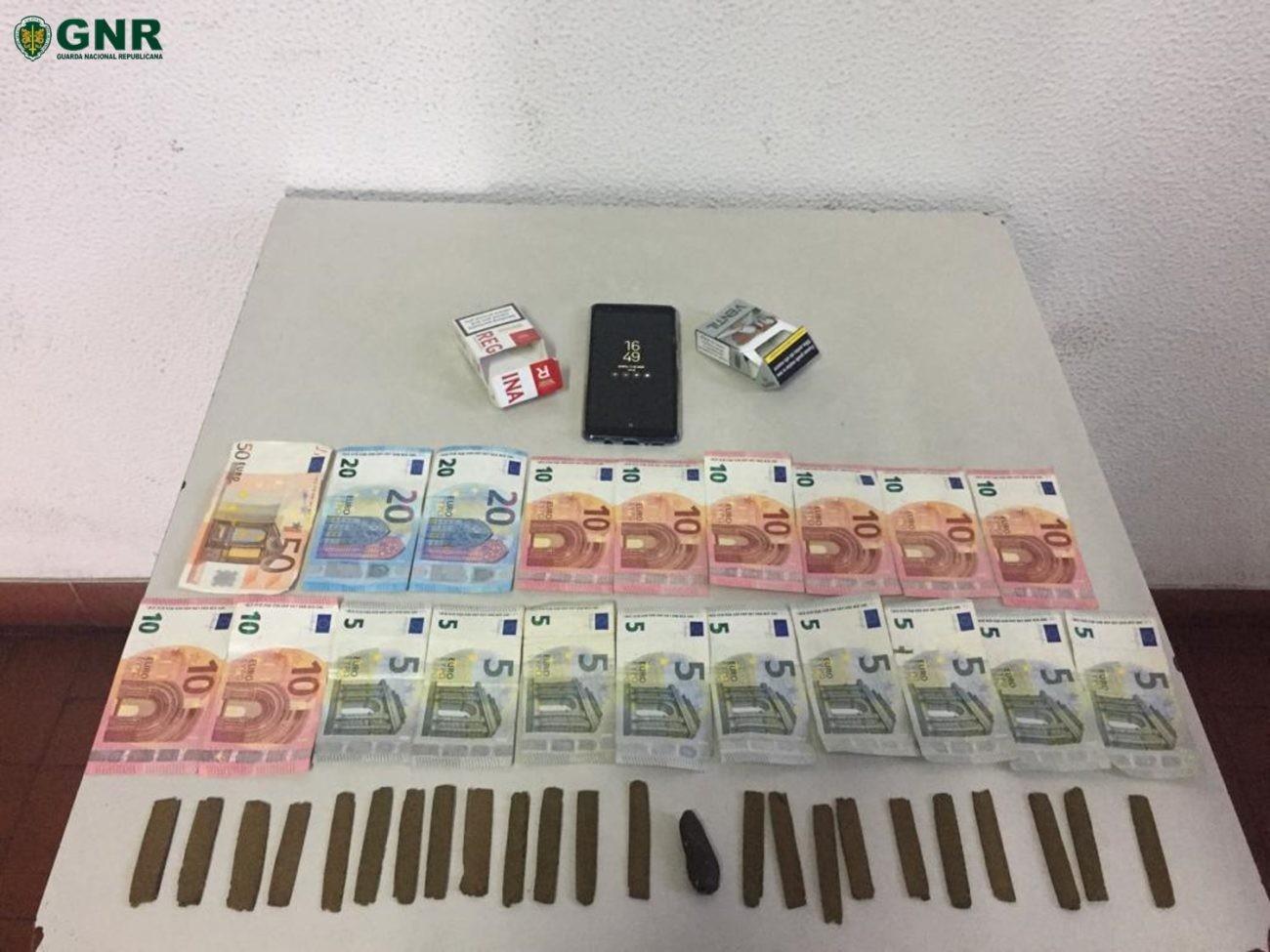 CRIME - Indivíduo detido em flagrante delito por tráfico de droga