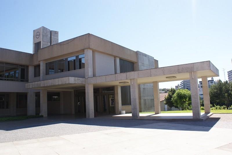 AMARES – Serviços municipais encerrados na quinta à tarde e na segunda-feira