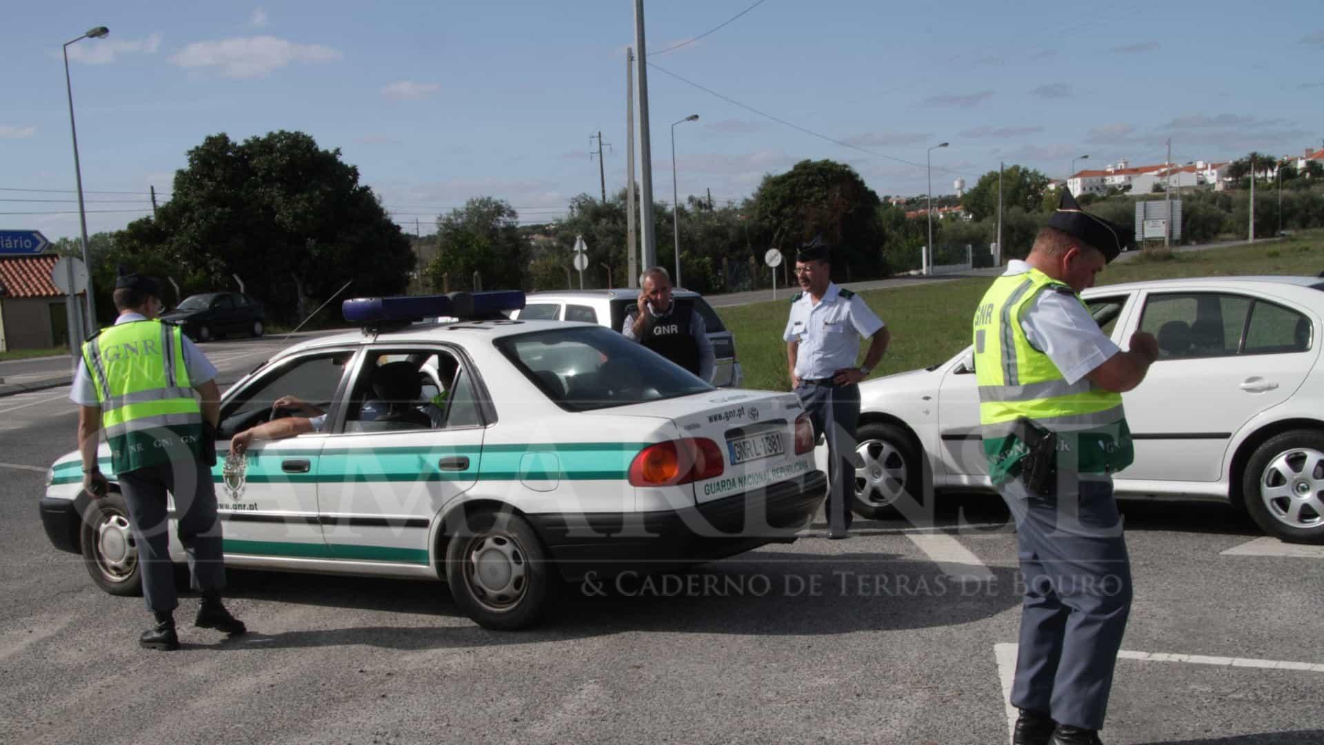CRIME (Amares): Jovem com 21 anos detido na posse de plantas de cannabis na bagageira do carro