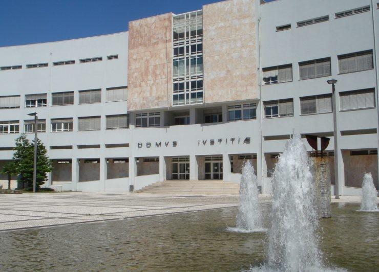 """JUSTIÇA - Começou julgamento de """"prof"""" acusado de abusar de aluna de 14 anos"""