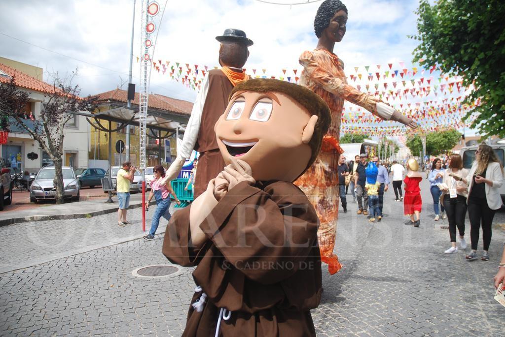 AMARES – Arruada com Gigantones e Cabeçudos no arranque das Festas d'Amares