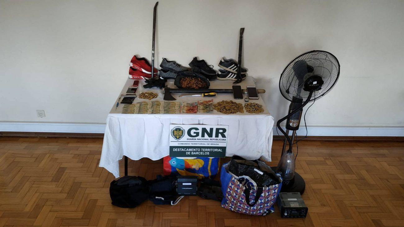 CRIME – Duas pessoas detidas por furtos em estabelecimentos comerciais em Barcelos e Famalicão