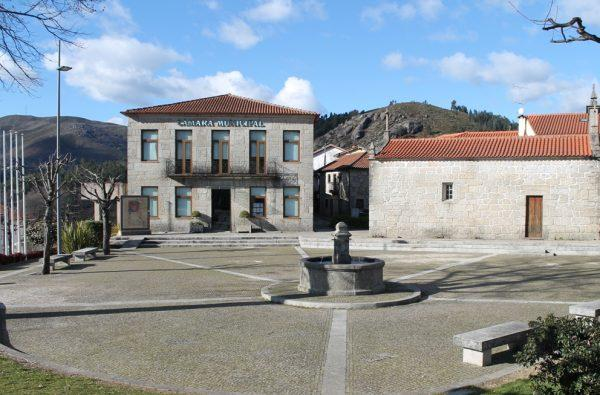 foto_da_Câmara_Municipal_de_Terras_de_BouroJPG