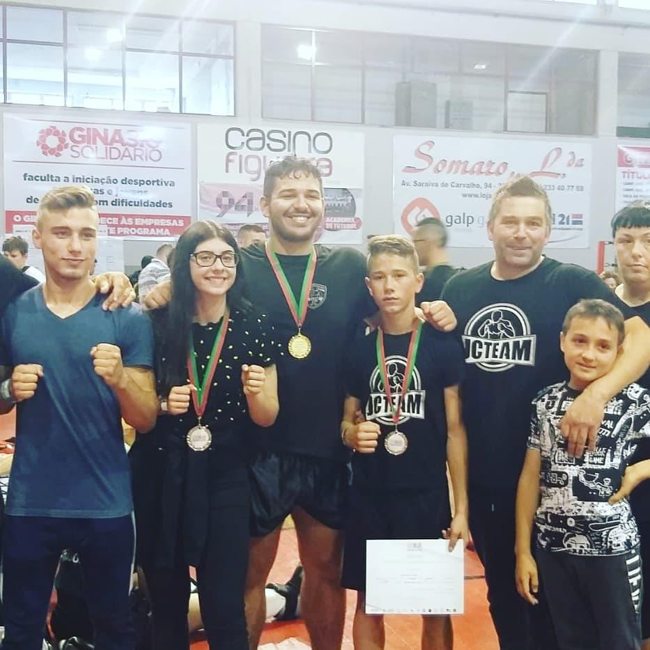 DESPORTO - Atletas terrabourenses brilharam no Campeonato Nacional de Kickboxing