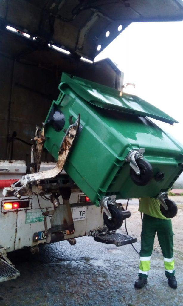 TERRAS DE BOURO - Limpeza e desinfecção dos contentores do lixo em Terras de Bouro