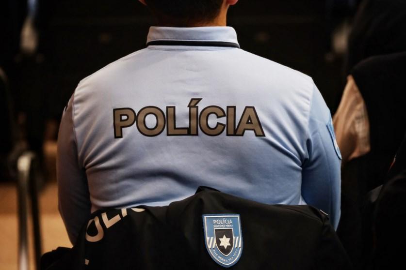 CRIME – PSP deteve dois jovens por roubo e ameaça na via pública
