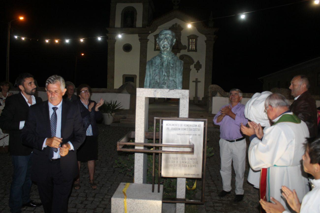 AMARES: S. Vicente do Bico: Busto inaugurado em noite de homenagem ao padre Joaquim Gomes da Costa