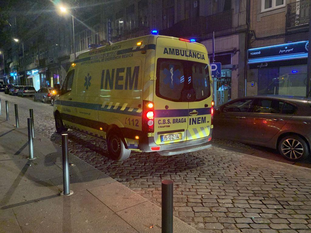 BRAGA - Braga para Todos denuncia «caos» no trânsito da Rua dos Chãos que dificulta acção do INEM