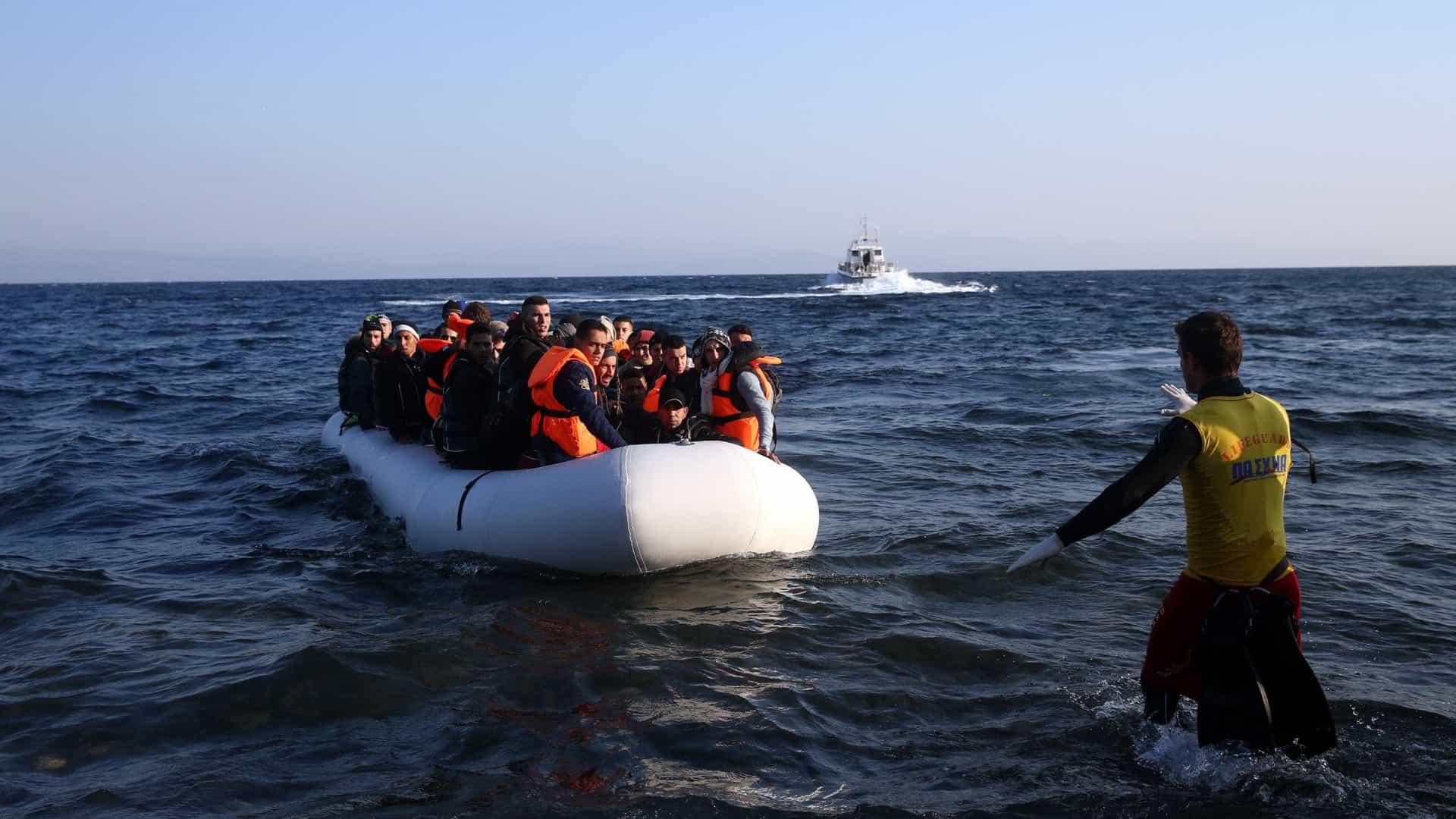 INTERNACIONAL - GNR resgatou 30 migrantes no Mar Egeu