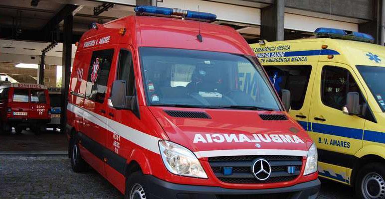 AMARES – Acidente faz dois feridos ligeiros em Carrazedo
