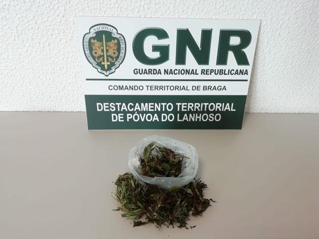 """JUSTIÇA – GNR """"apanha"""" jovem de 18 anos por tráfico de droga em Amares"""