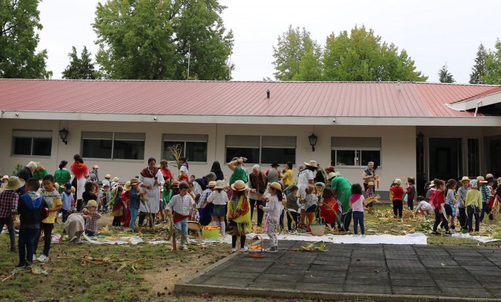 REGIÃO – Desfolhada tradicional junta idosos e crianças no Centro Infantil de Barcelos