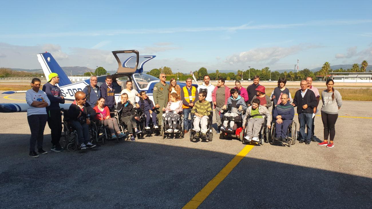 BRAGA - Jovens do CAO da Associação de Paralisia Cerebral de Braga realizaram baptismo de voo em Palmeira