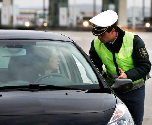BRAGA - GNR lança operação para fiscalizar estacionamento em passeios e passadeiras em Braga