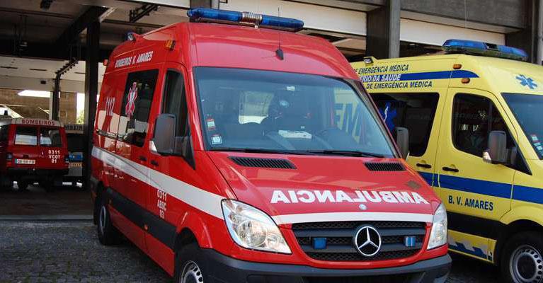 AMARES – Despiste contra poste faz dois feridos em Rendufe