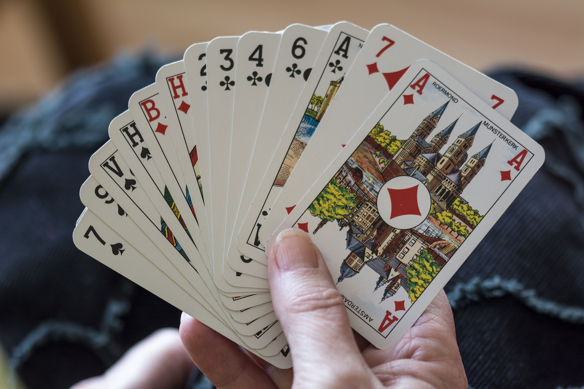 When playing cards becomes a gambling problem