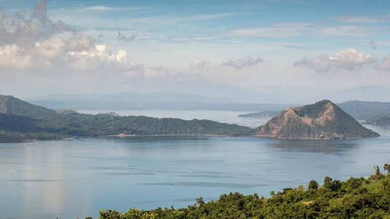 feature-travel-taal-volcano