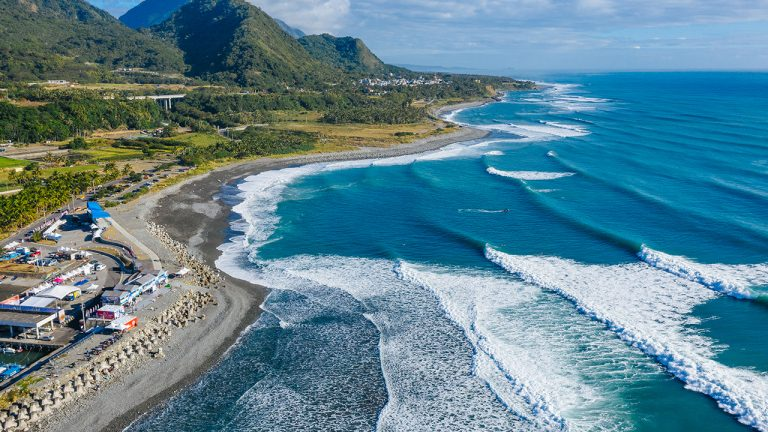 feature-travel-ciao-surfing-race-taitung