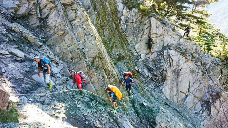 feature-news-wild-mountaineering-accident-xiuguluan