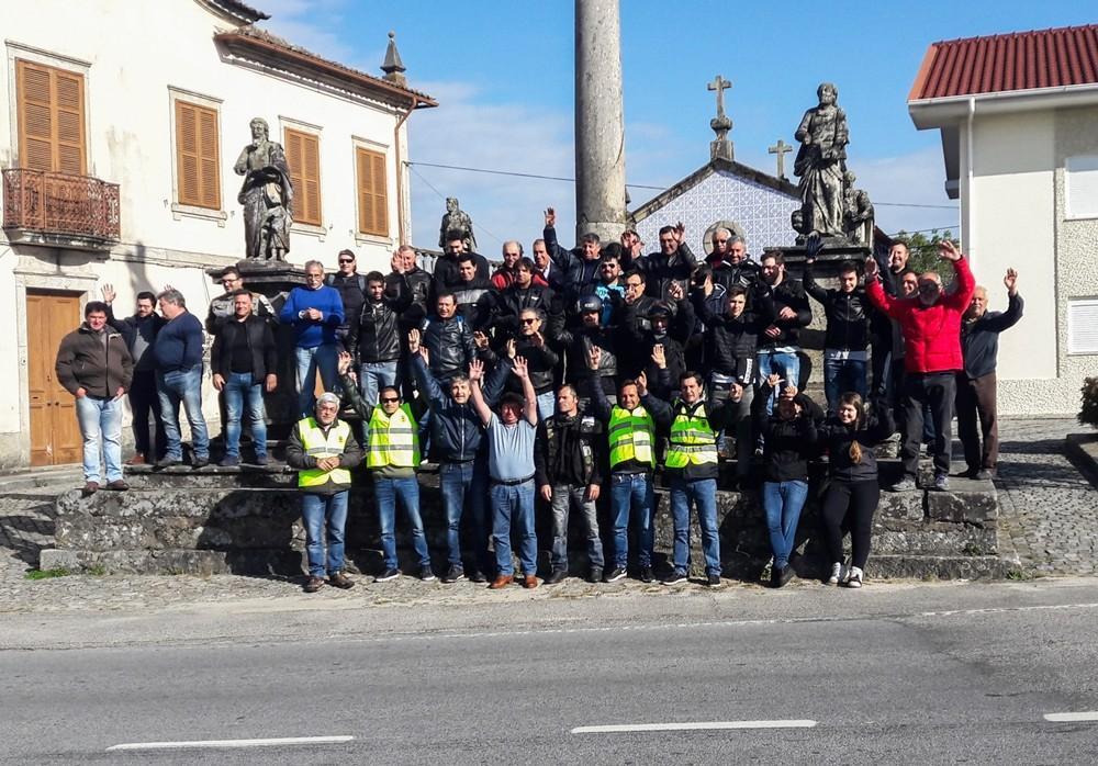 SOUTELOMeia centena de motociclistas no passeio a Santiago de Compostela