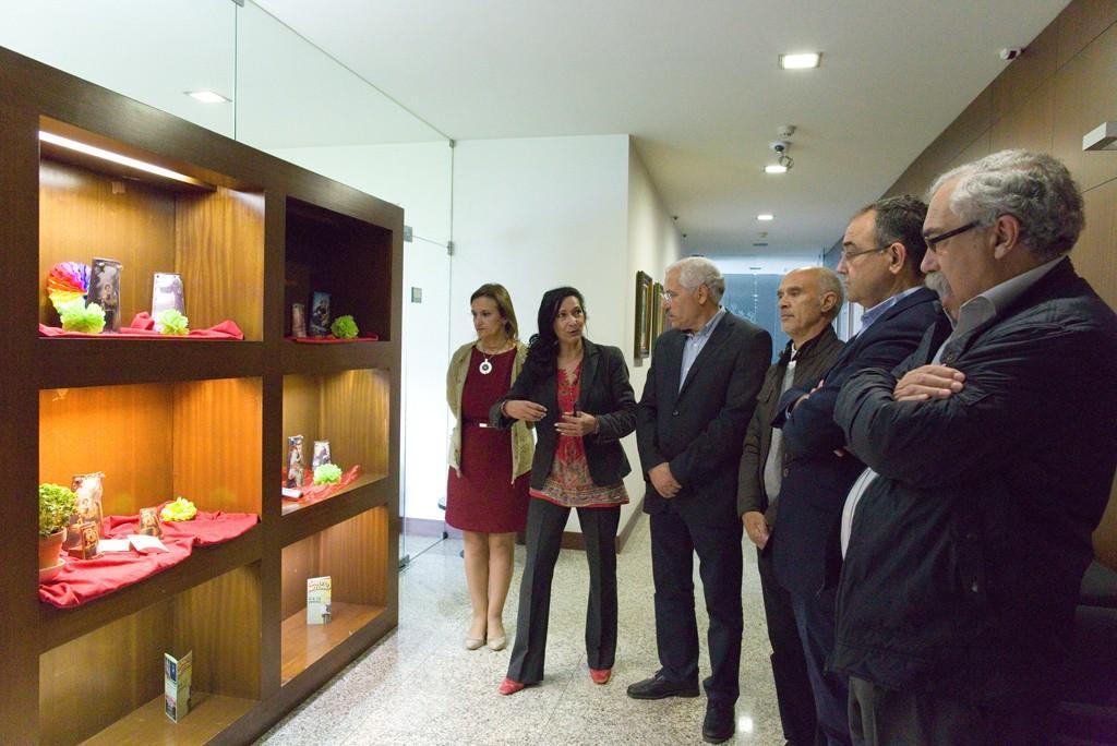"VILA VERDE  Pradense Fátima Mendes expõe ""Os três dons de Santo António"""