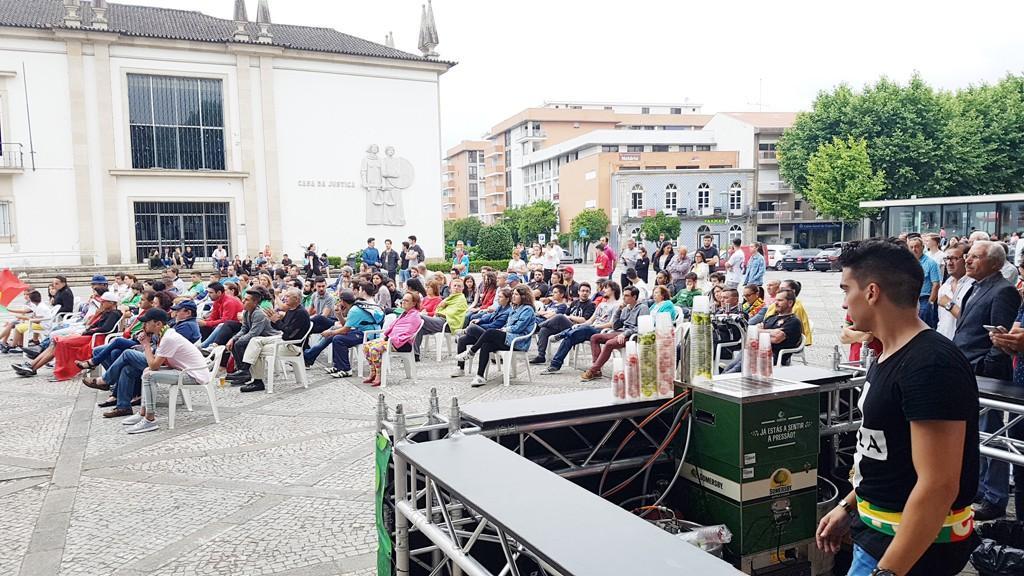 FUTEBOLCentro de Vila Verde com ecrã gigante para o Portugal-Uruguai