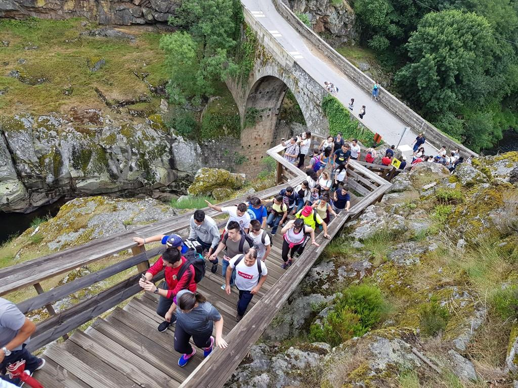 PASSEIO DA JUVENTUDEAssociação de Freguesias do Vale do Homem levou uma centena aos Passadiços do Paiva