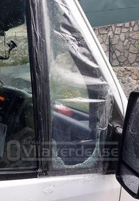 Partiram vidro da viatura e levaram 2000€, um computador e documentação Utente do Complexo de Lazer de Vila Verde surpreendido com assalto em plena luz do dia