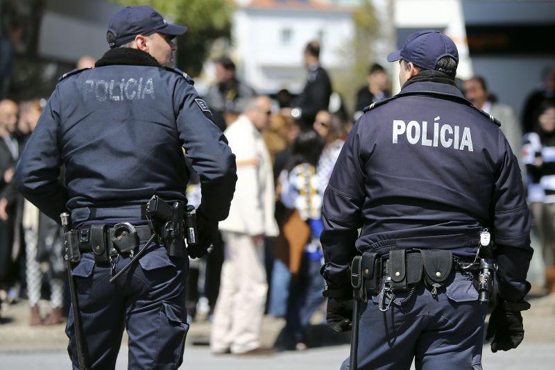 PAÍS - Polícias avançam com protestos caso PSP mantenha cortes aos subsídios nas férias