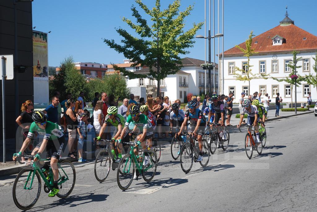 VOLTA A PORTUGAL –  Vilaverdenses na rua para aplaudir os ciclistas