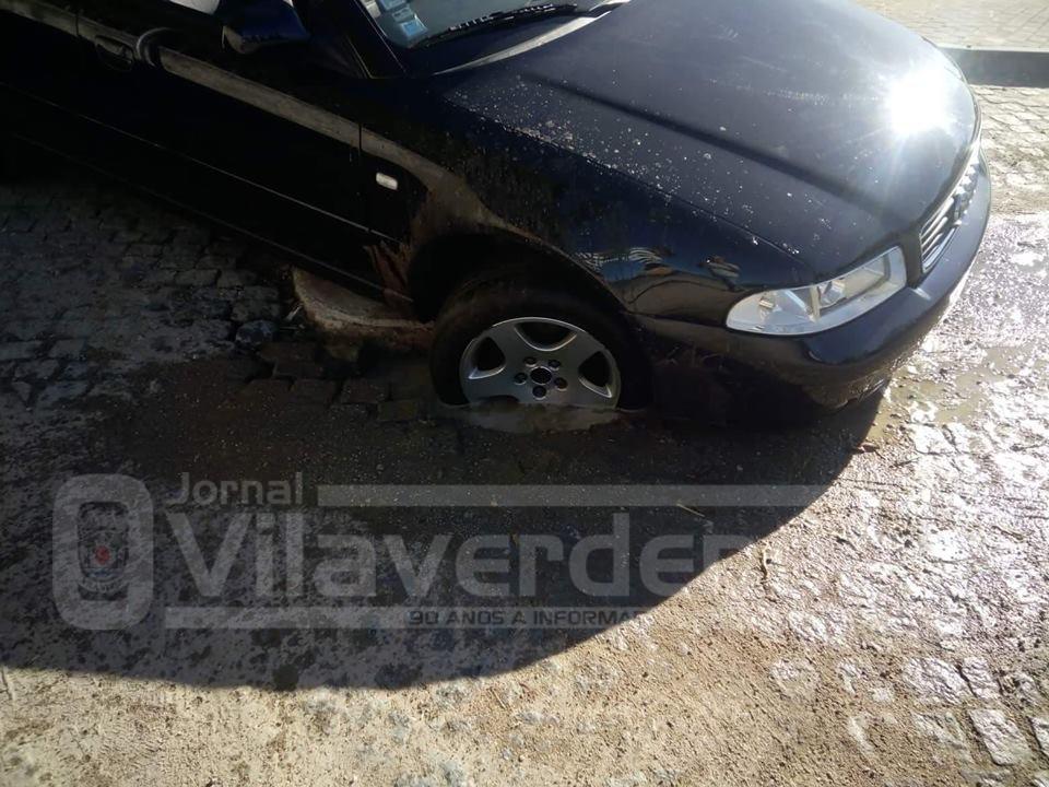 SOUTELO – Queixa-se de carro danificado por causa de buraco na estrada