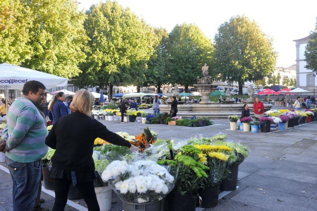 BRAGA- Mercado das Flores regressa esta terça-feira à Praça do Município