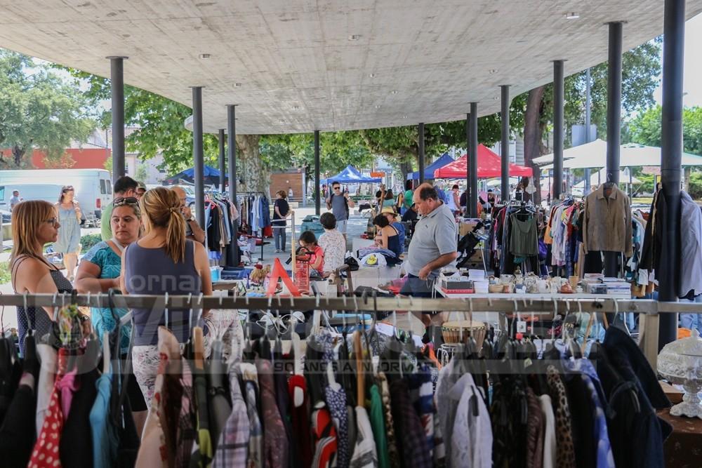 VILA DE PRADO -  Feira de Antiguidades, Velharias e Usados regressa amanhã à Vila de Prado