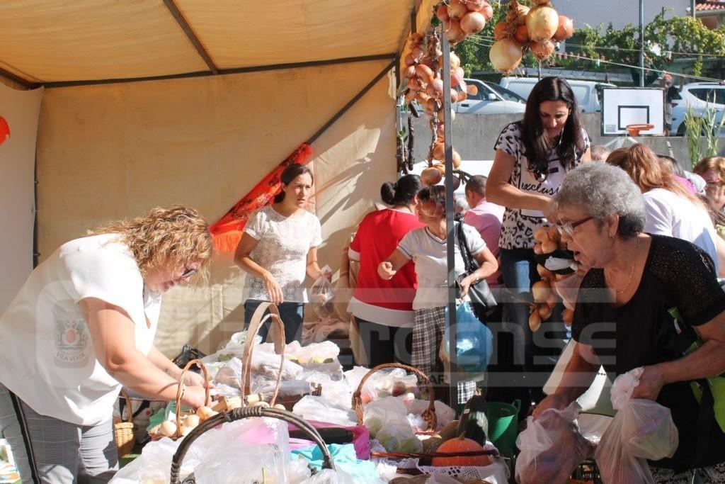 NA ROTA DAS COLHEITAS - Produtos do campo, artesanato, música, concursos e gastronomia diversa na Feirinha de Outono em Esqueiros