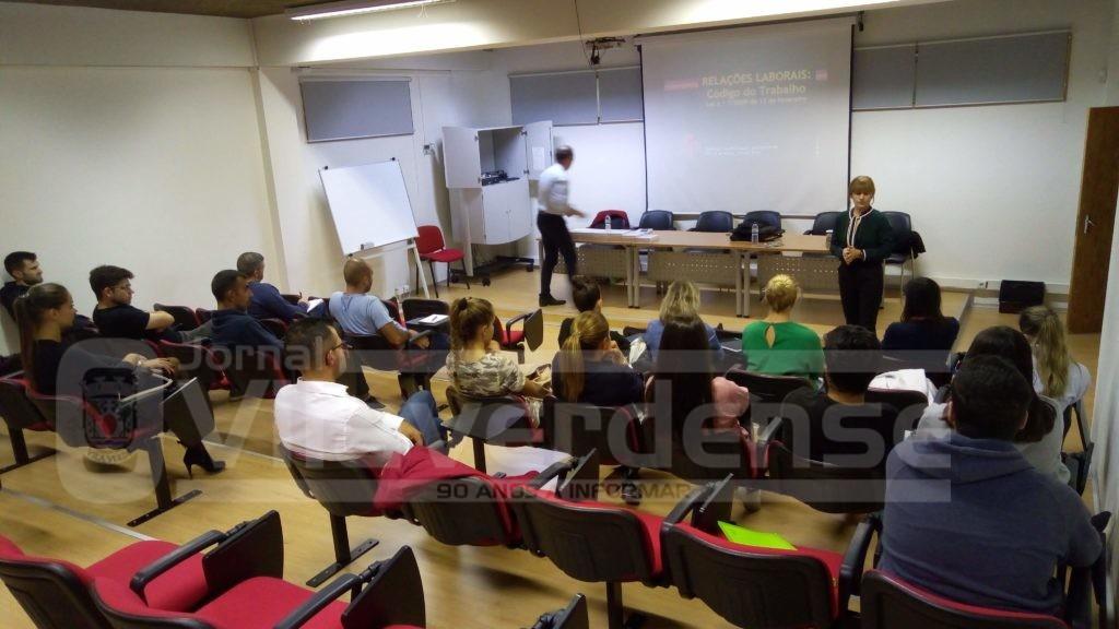 """Agrupamento de Escolas de Moure e Ribeira do Neiva - """"O Código de Trabalho"""" foi tema em debate no Curso de Educação e Formação de Adultos"""
