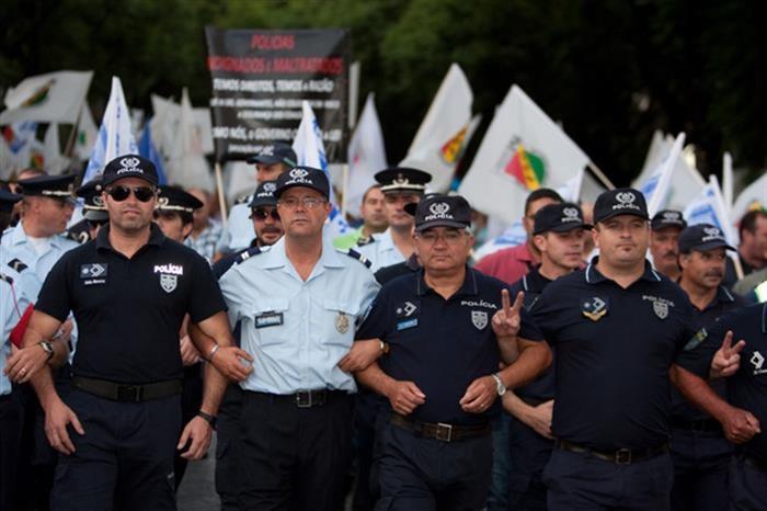 PAÍS –  Polícias marcam manifestação conjunta para 25 de Outubro