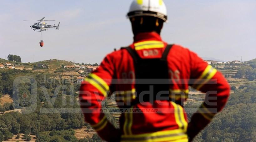 INCÊNDIOS - Mais de 200 bombeiros combatem fogos em Vila Verde