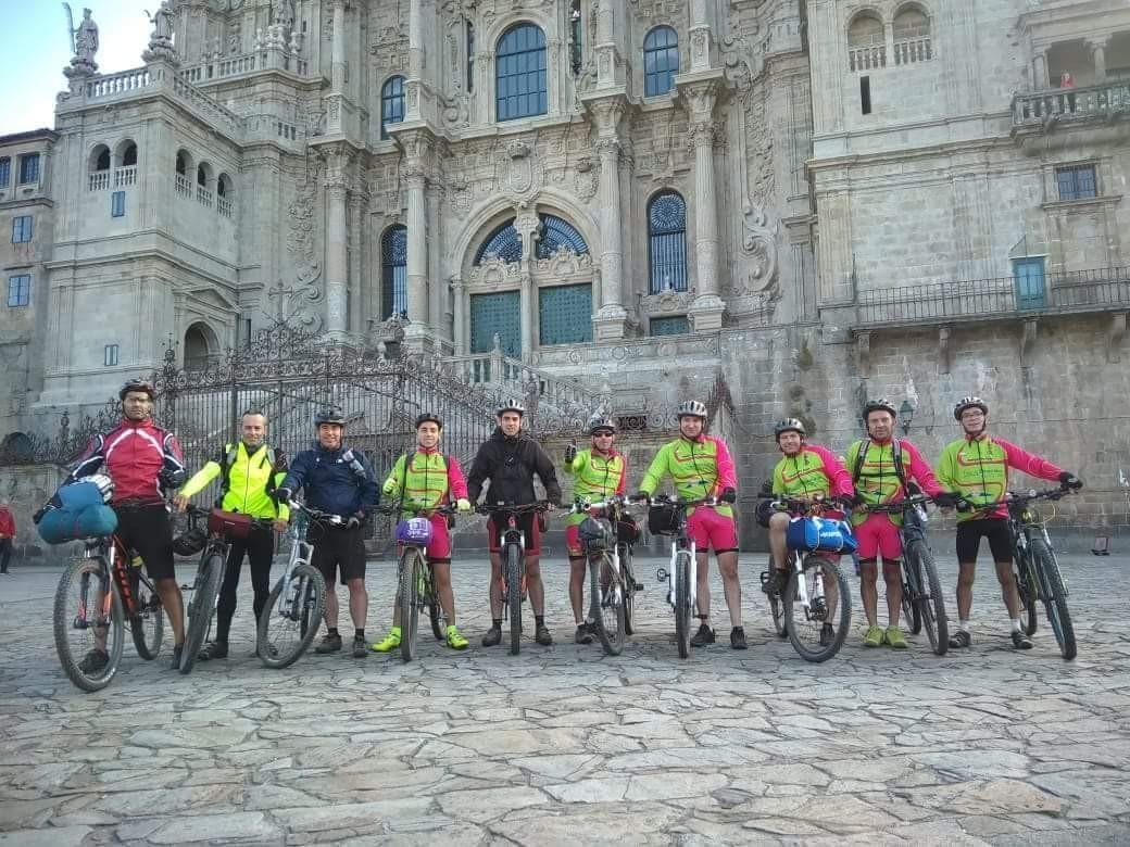 "DESPORTO E LAZER - ""Amigos da Fisga"" pedalaram até Santiago de Compostela"
