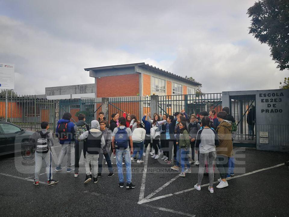 VILA DE PRADO –  Alunos protestam contra «sobrecarga» horária