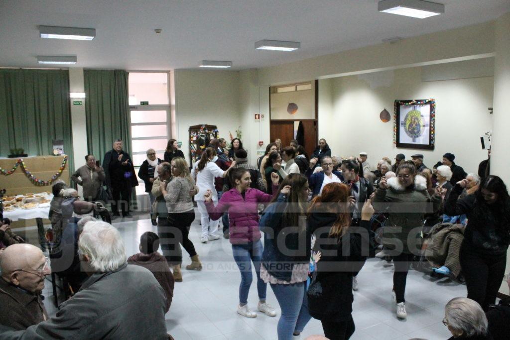 NO LAR DA SAGRADA FAMÍLIA - Magusto Interinstitucional em Atiães juntou perto de 120 seniores das várias IPSS's do Concelho