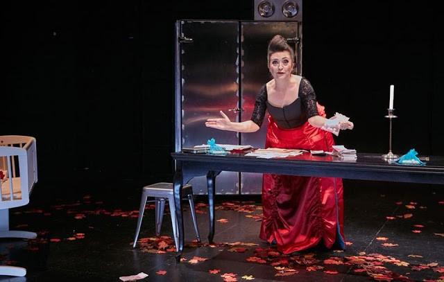 "BRAGA –  Theatro Circo recebe a peça ""Regras Usos e Costumes na Cidade Moderna"""